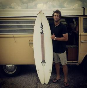 tan bello el surfer boy